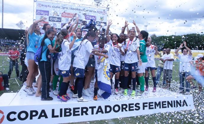 São José comemora o título da Copa Libertadores Feminina de 2011 (Foto: Charles Moura/PMSJC)