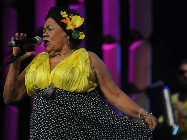 Livro resgata histórias de vida de Dona Onete, artista paraense que só conheceu a fama após os 70 anos. (Foto: Divulgação)