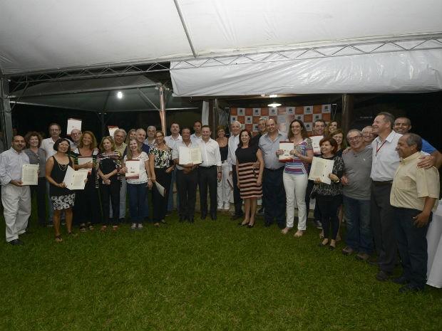 Depois de anos de luta, moradores receberam as escrituras (Foto: Dorival Pinheiro Filho)