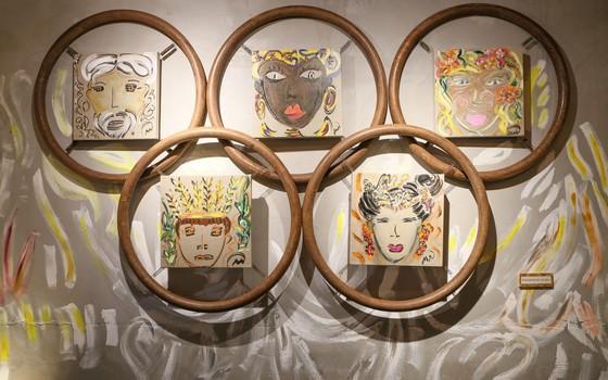 Algumas das obras de Marie Mercier; a artista usa ouro, prata, bronze, linho e madeira reciclada em suas peças (Foto: Gianne Carvalho)