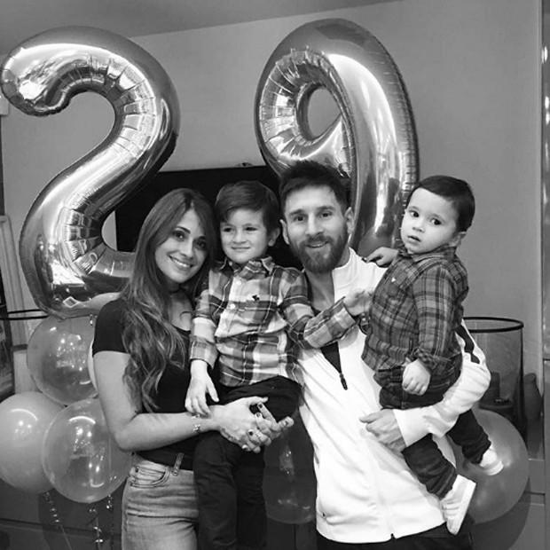 Antonella Reccuzzo, Thiago, Lionel Messi e Mateo (Foto: Reprodução/Instagram)