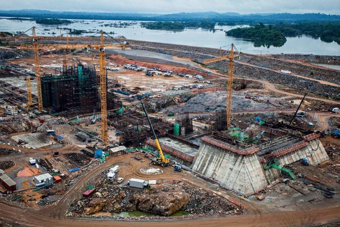 Usina da discórdia:  ao custo de R$ 30 bilhões, Belo Monte é contestada por ambientalistas e movimentos sociais  por seu impacto na região do rio Xingu, no Pará  (Foto: PAulo Santos/ Reuters)