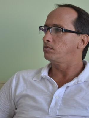Oswaldo Mendonça não dá folga para seus comandados (Foto: Thiago Barbosa/GLOBOESPORTE.COM)
