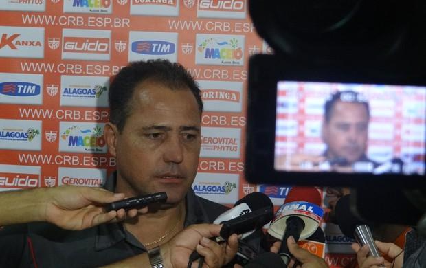 Márcio Goiano, técnico do CRB (Foto: Leonardo Freire/GLOBOESPORTE.COM)
