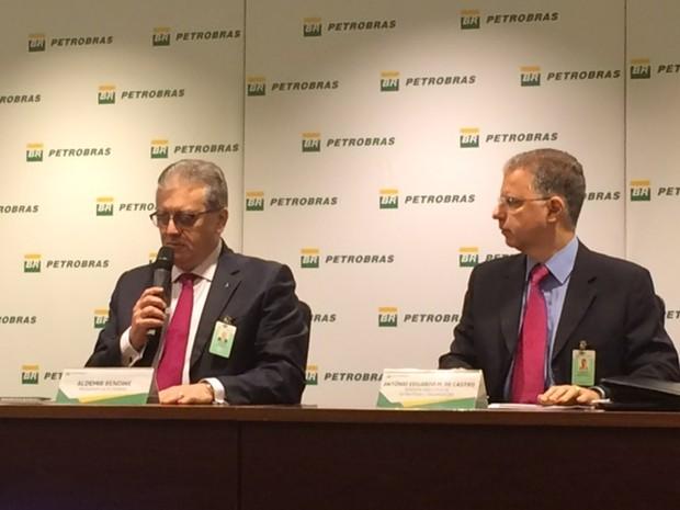 Aldemir Bendine (esq), presidente da Petrobras, e Antonio de Castro, diretor de estratégia e gestão, falam sobre a reestruturação (Foto: Matheus Rodrigues/G1)