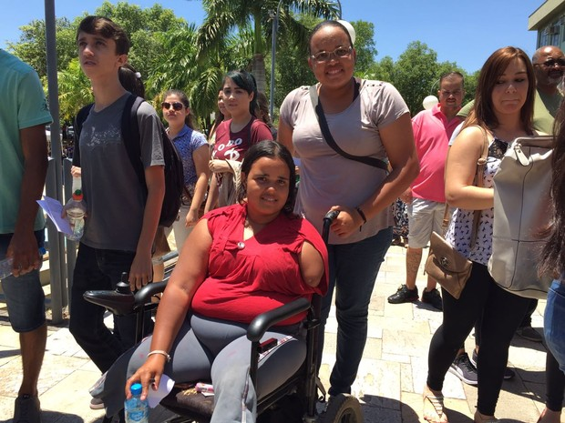 A deficiente física Roberta da Silva Lima participa do Enem em Presidente Prudente (Foto: Heloise Hamada/G1)