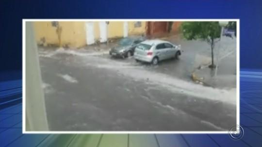 Cobertura de ponto de táxi tomba com força do vento em Mineiros do Tietê