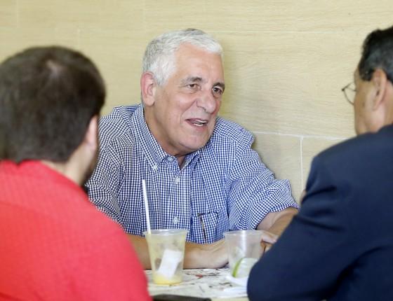 Henrique Pizzolato almoça em Brasília em seu primeiro dia de trabalho no regime semiaberto (Foto: DIDA SAMPAIO/ESTADÃO CONTEÚDO)