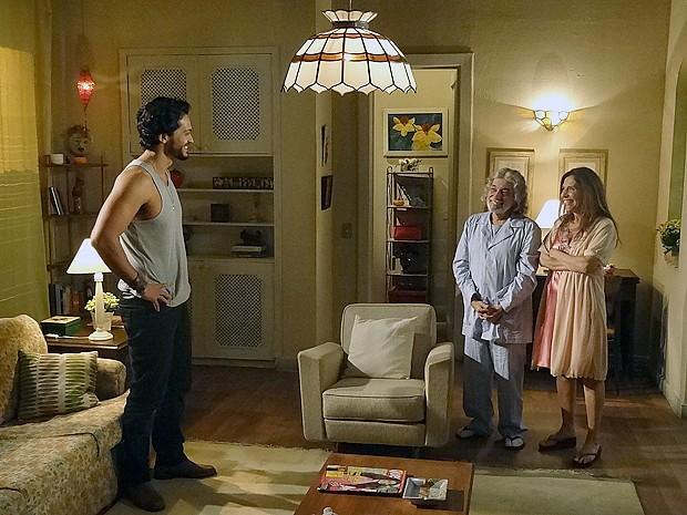 Pais de Valéria se surpreendem com Josué (Foto: Amor Eterno Amor/TV Globo)