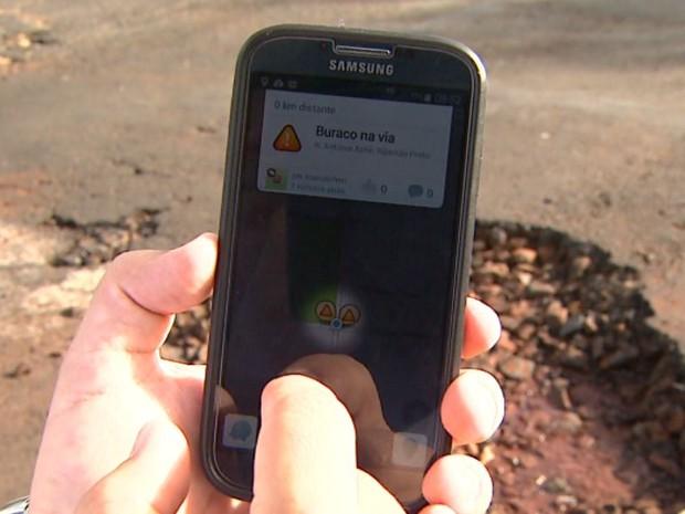 Aplicativo ajuda usuários a alertar motoristas sobre buracos em Ribeirão Preto, SP (Foto: Reprodução/EPTV)
