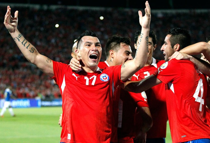 Chile comemora gol contra o Equador (Foto: Agência Reuters)