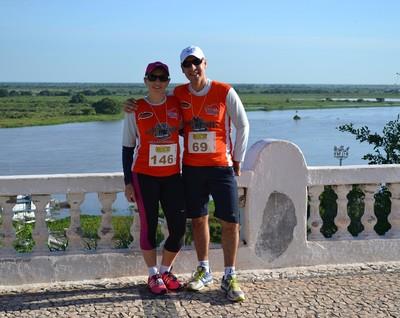 Com pantanal ao fundo, casal Eduardo e Kareen fazem corrida de trilha pela primeira vez (Foto: Hélder Rafael)