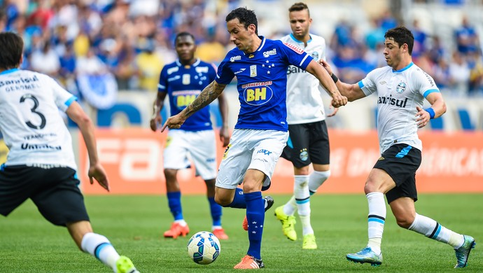 Ariel Cabral, meia do Cruzeiro (Foto: Fred Magno/Light Press/Cruzeiro)