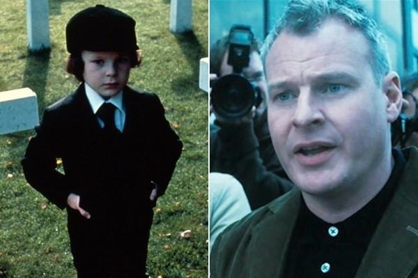 Harvey Spencer Stephen como Damien e na refilmagem de 'A Profecia' de 2006 (Foto: Reprodução)