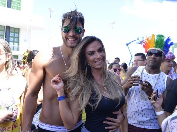Marcelo Bambini e Nicole Bahls no Cerveka e Cia (Foto: Elias Dantas/Ag. Haack)