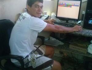 Enquanto futebol profissional está parado, Breno Gonçalves deixa a chuteira um pouco de lado e fica na portaria do motel (Foto: arquivo pessoal)