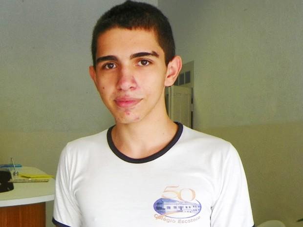 Junior foi aprovado em 19º lugar para cursar direito na Universidade Federal de Três Lagoas (UFMS) (Foto: Livia Tadioto/Divulgação)