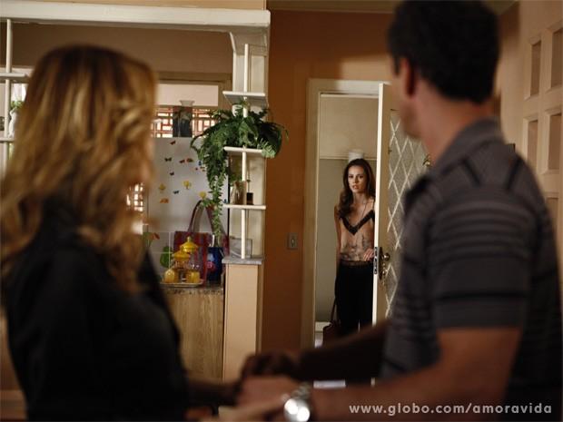 Paloma flagra beijo entre Glauce e Bruno (Foto: Amor à Vida / TV Globo)
