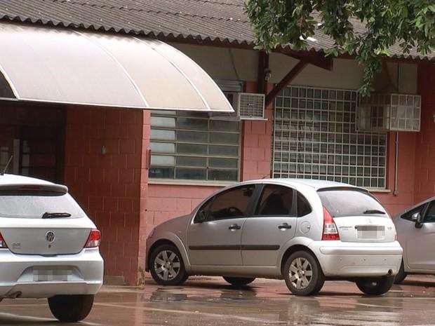 Escola onde professor foi agredido em Rio Preto  (Foto: Reprodução / TV TEM)