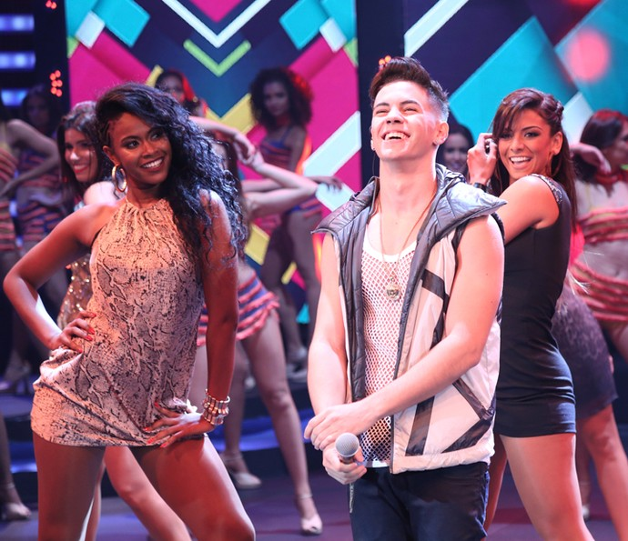 Biel cantou sucessos no palco do 'Domingão' (Foto: Carol Caminha/Gshow)