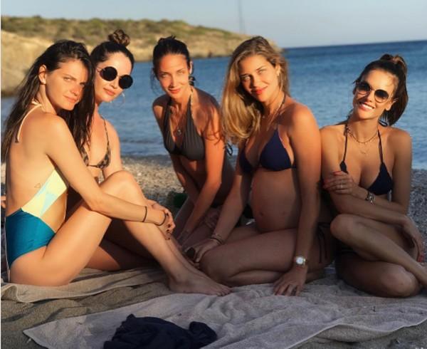 Ana Beatriz Barros posa grávida com amigas modelos (Foto: Reprodução / Instagram)