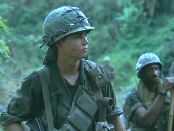 Depp e Sheen se reúnem com colega de 'Platoon' para comemorar 30 anos do filme