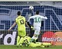 Luiz Gustavo comemora vantagem do Wolfsburg, mas lamenta vacilo no fim