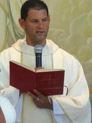 Padre Carlos Assis morre na frente dos fiéis durante missa em Cariacica, espírito santo  (Foto: Arquivo Pessoal)