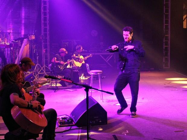 """A banda Capital Inicial iniciou o show da turnê """"Acústico NYC"""" por volta das 0h30, em Manaus (Foto: Gabriel Machado/G1 AM)"""