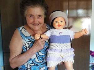 Elídia da Cunha tem coleção de bonecas (Foto: Luciana Furlan/Arquivo pessoal)