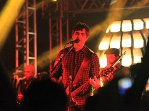 Skank agitou o público na noite de sábado (22) em São Carlos (Foto: Fúlvia Gibertoni e Maurício Duch/folharegiao.com.br)