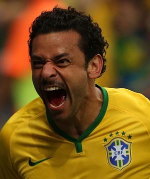 Fred gol Brasil x Camarões (Foto: Bruno Domingos / Mowa Press)