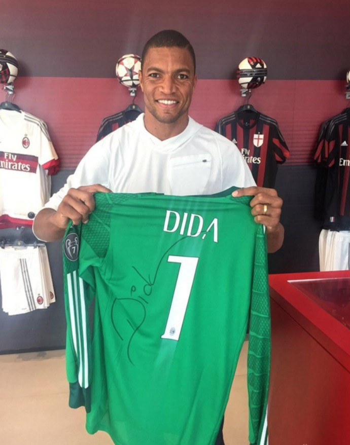 """BLOG: """"Olha quem veio dar um alô"""":  Dida visita o Milan, e clube italiano publica foto do ídolo"""