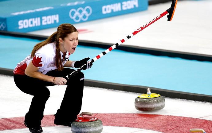 Kaitlyn Lawes jogo Canadá e Suécia curling Sochi (Foto: AP)
