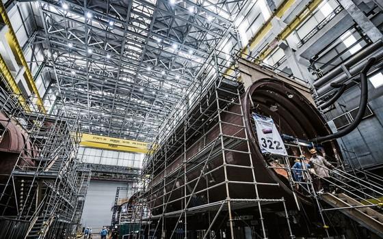 Estaleiro em construção em Itaguaí (RJ).Os submarinos só devem  começar a a sair  em 2018,mas a propina já jorrou (Foto:  Stefano Martini/ÉPOCA)