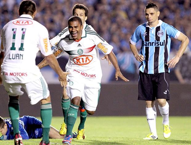 Mazinho comemora gol do Palmeiras contra o Grêmio (Foto: Ag. Estado)