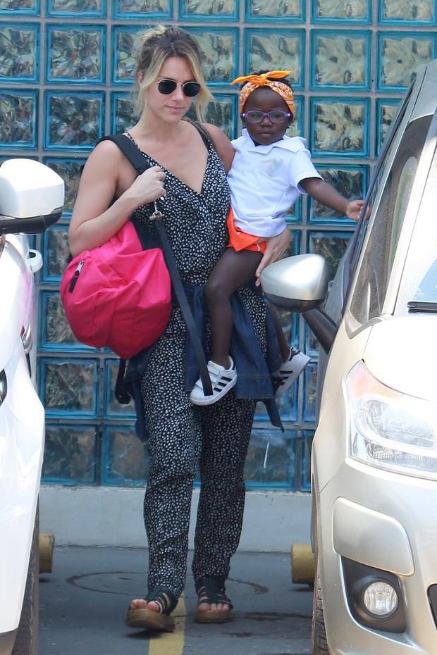 Giovanna Ewbank com sua filha Titi (Foto: AgNews)