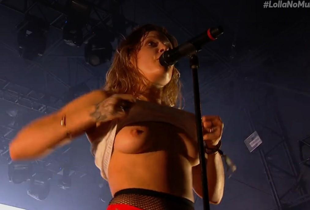 Tove Lo mostra os peitos em show no Lollapalooza Brasil 2017 (Foto: Multishow)