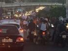 Manifestação deixa trânsito interditado na BR-324, em Salvador