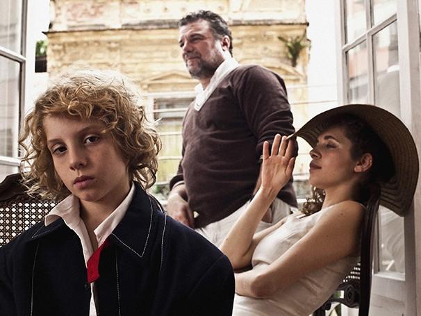 O trio da peça: o menino Antonio Rabello e os atores  Adriano Garib e Marina Provenzzano (Foto: Felipe Lima)