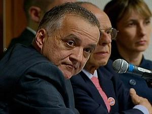 O bicheiro Carlinhos Cachoeira durante sessão da CPI do Congresso que investiga relações do contraventor com políticos  (Foto: Globonews/Reprodução)