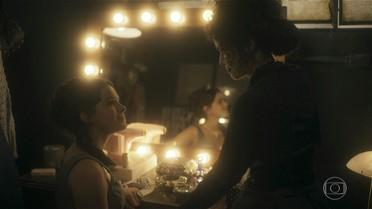 Verônica se desconcentra após encontro com Saulo e recebe a ajuda de Beatriz