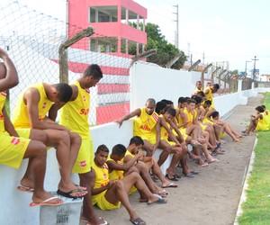 Jogadores do Auto Esporte fazem greve no Mangabeirão (Foto: Rammom Monte / GloboEsporte.com/pb)