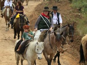 Mulheres percorrem trajeto de 24km no interior do estado (Foto: Arquivo Pessoal)