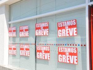 Bancários entraram em greve nesta terça (Foto: Nathalia Lorentz/ G1)