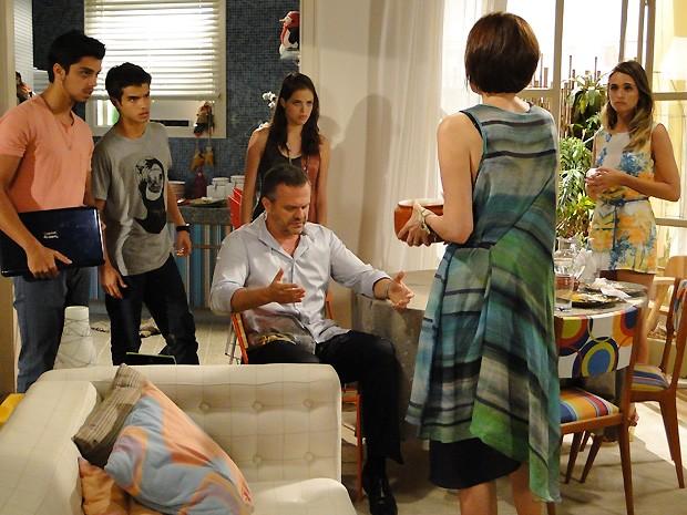 Fatinha causa no almoço em família e acaba batendo DR com Bruno (Foto: Malhação / TV Globo)