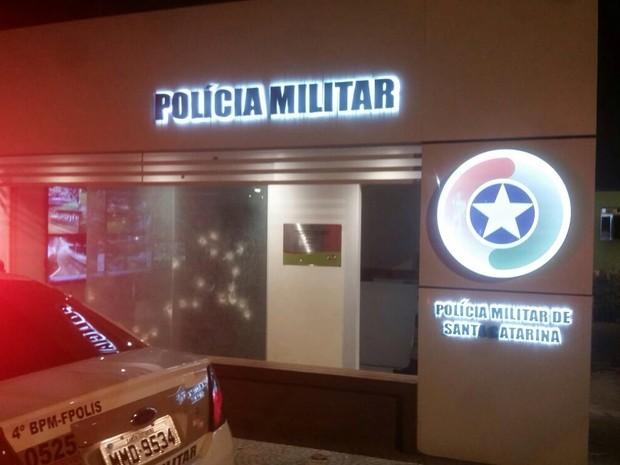 Local ficou marcado pelos disparos (Foto: Melina Castro/G1)