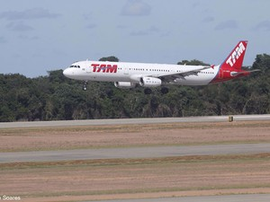 Primeiro voo recebido pelo Aeroporto de São Gonçalo do Amarante foi da TAM (Foto: Canindé Soares/G1)