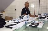 Roupeiro há 45 anos, Joca lembra dedicação ao ABC (Alexandre Filho/ GloboEsporte.com)