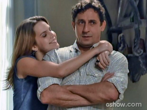 """Anita tenta persuadir o pai """"emprestado"""" (Foto: Malhação / TV Globo)"""